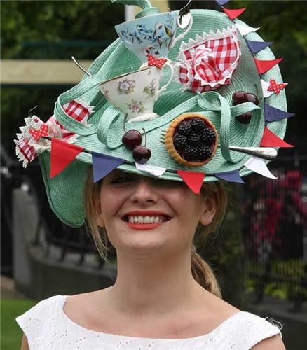 可谓是英国最好的高端帽子购买地,各种厉害的帽子设计师,而且还专门为图片