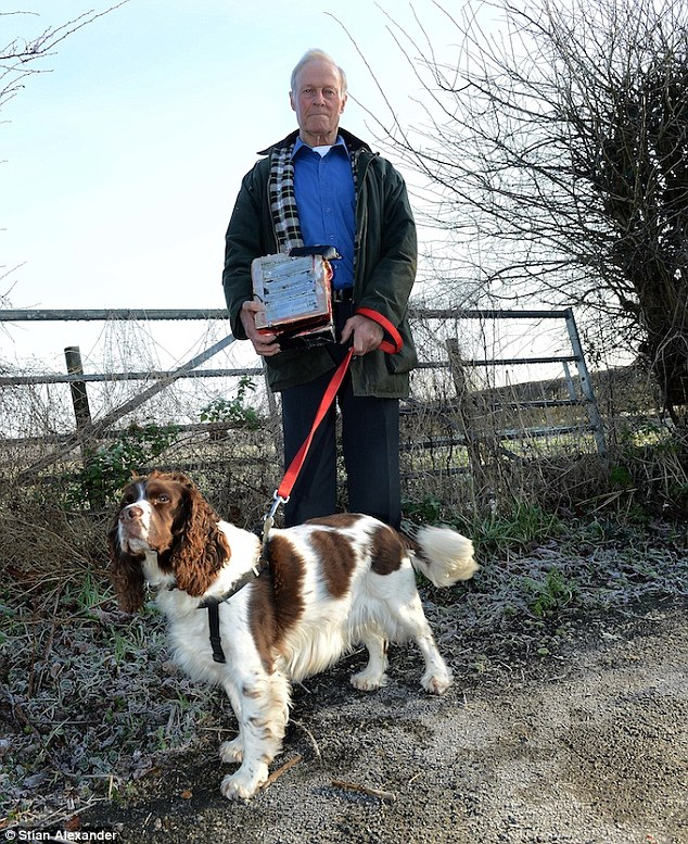 2450EBFF00000578-2890091-Mr_Bell_said_his_dog_Rosie_a_springer_spaniel_got_a_scent_for_so-a-5_1419866385528