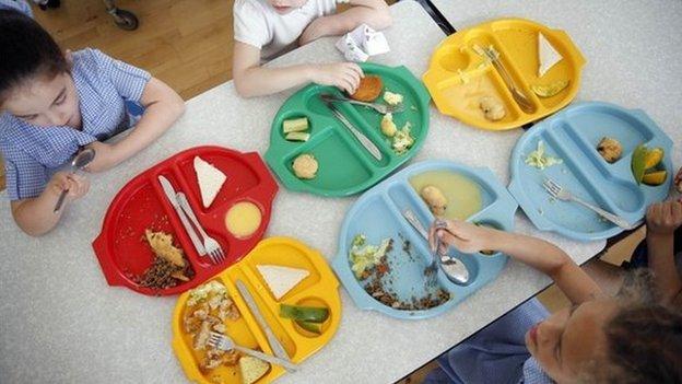 英国中小学生学校午餐的新规定。。。。好吧,中小学生们已经饿毛了。。。 英国那些事儿