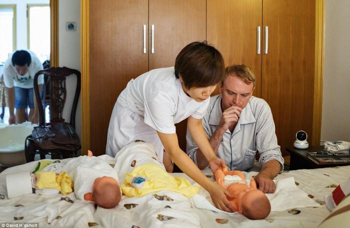 一个月婴儿睡觉时间_英国一个记者小哥跑到中国体验产妇坐月子的艰辛,最后果然让 ...
