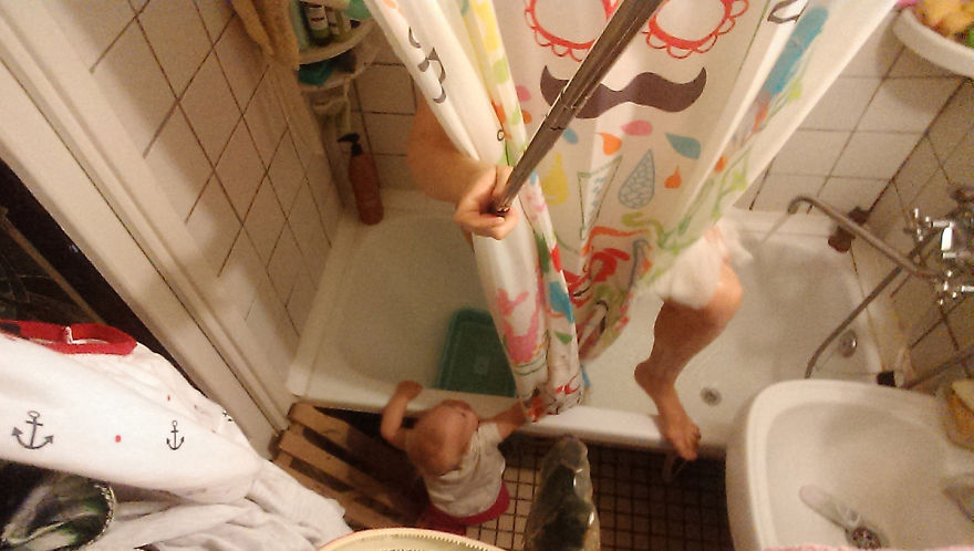 i-documented-what-its-like-to-be-a-mom-with-a-selfie-stick-25__880
