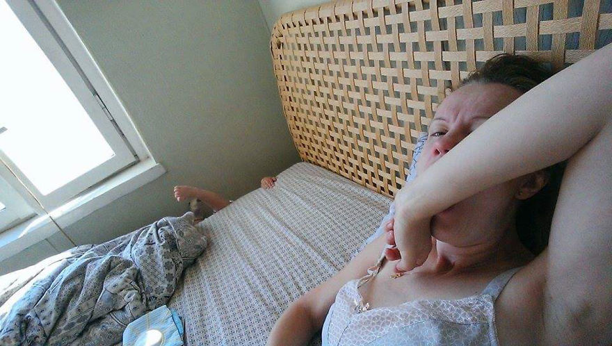 i-documented-what-its-like-to-be-a-mom-with-a-selfie-stick-2__880