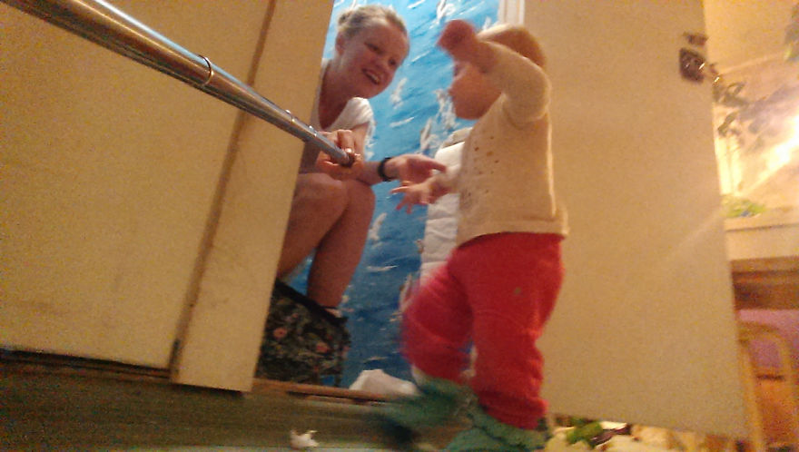 i-documented-what-its-like-to-be-a-mom-with-a-selfie-stick-4__880