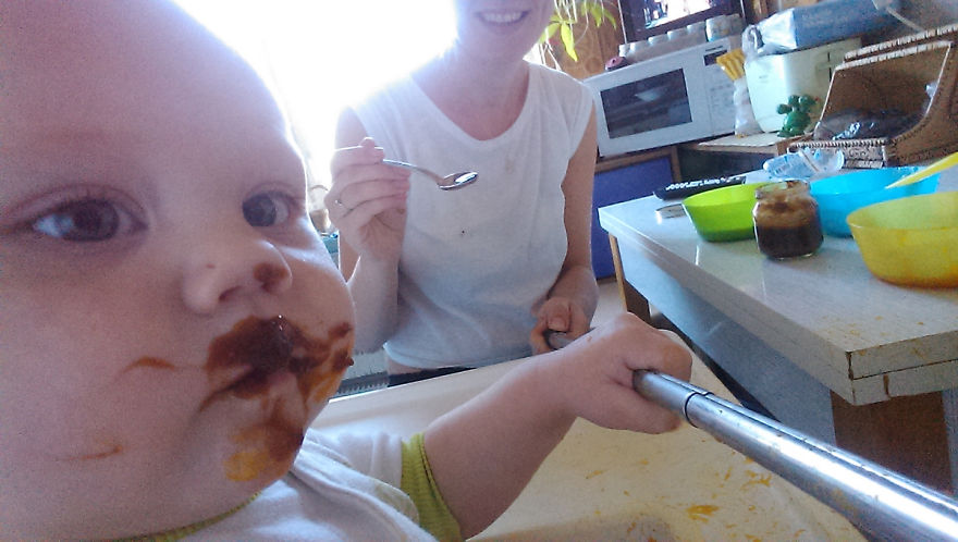 i-documented-what-its-like-to-be-a-mom-with-a-selfie-stick-8__880