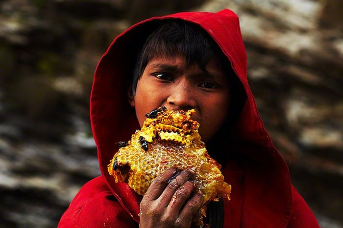Young-Nepalese-boy-eating-003