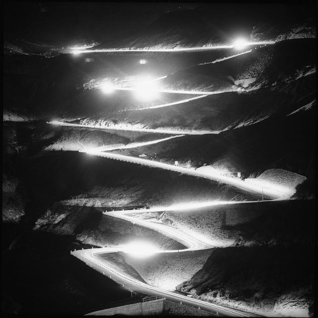 Tremola in der Nacht, Gotthard-Passstrasse, Sommer 1964#Tremola by night, Gotthard-Pass road, summer 1964