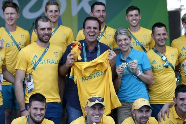 Rio's mayor Paes and Chiller, Chef de Mission for Australia, pose for a photo next to members of the Australian delegation in Rio de Janeiro