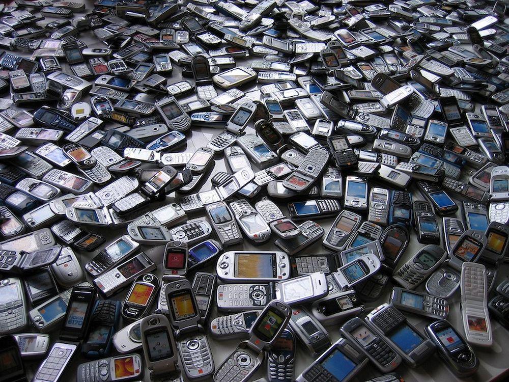 Al-mon-milions-telefons-mobils_816528496_12815825_1000x750