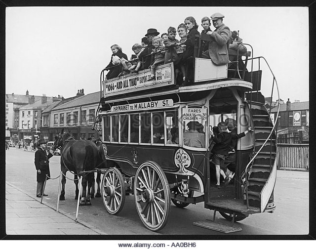 birkenhead-horse-bus-aa0bh6