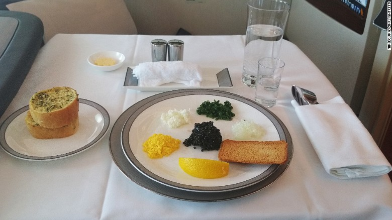 160810110109-inflightfeed-airline-food-singapore-airlines-caviar-service-suites-first-calss-exlarge-169
