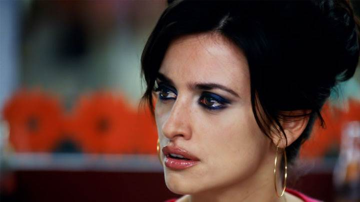 Penelope Cruz Brown Lips Looking Side And Side Face Closeup-720x405
