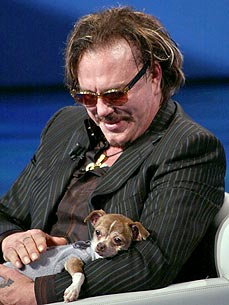 9-21-13-mickey-rourke-helps-dogs2