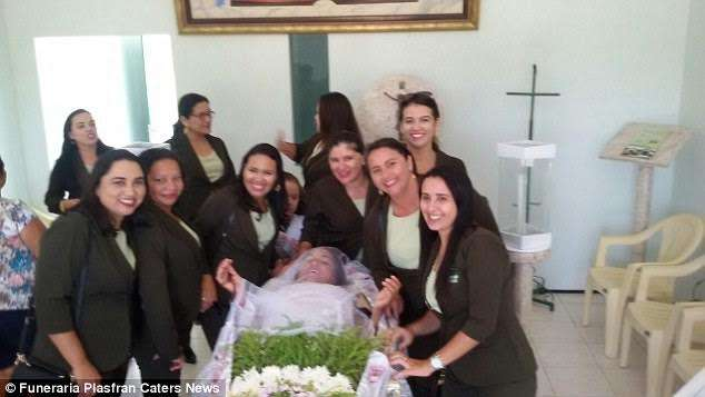 vera-lucia-da-silva-stages-her-own-funeral-1