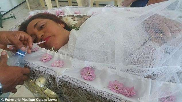 vera-lucia-da-silva-stages-her-own-funeral