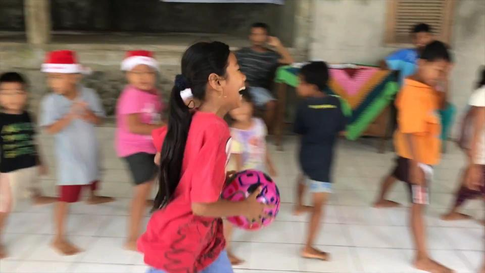 the-kiesers-episode-5-the-orphanage-at-christmas-youtube-the-kiesers-161228-mp4-00_01_54_21-still014