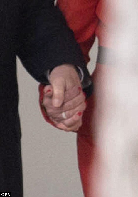 3C92C32800000578-4164078-Mr_Trump_and_Mrs_May_were_spotted_holding_hands_as_they_walked_a-a-10_1485545037939