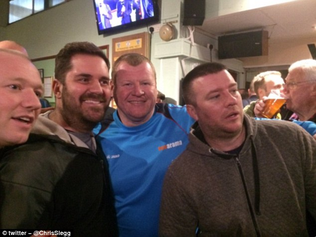 3D778C1600000578-4245100-The_Sutton_reserve_goalkeeper_was_also_pictured_in_the_club_bar_-a-40_1487686288167