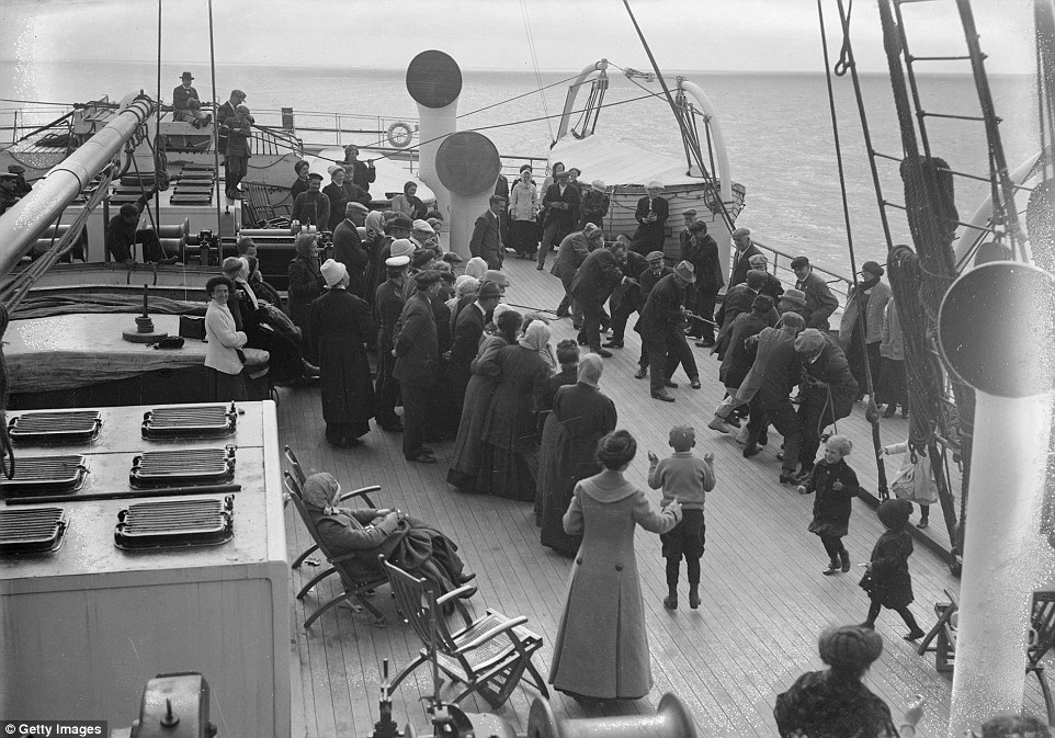 2C1383A000000578-3226659-Passengers_on_board_the_Cunard_cruise_liner_Franconia_engage_in_-m-4_1442473242666