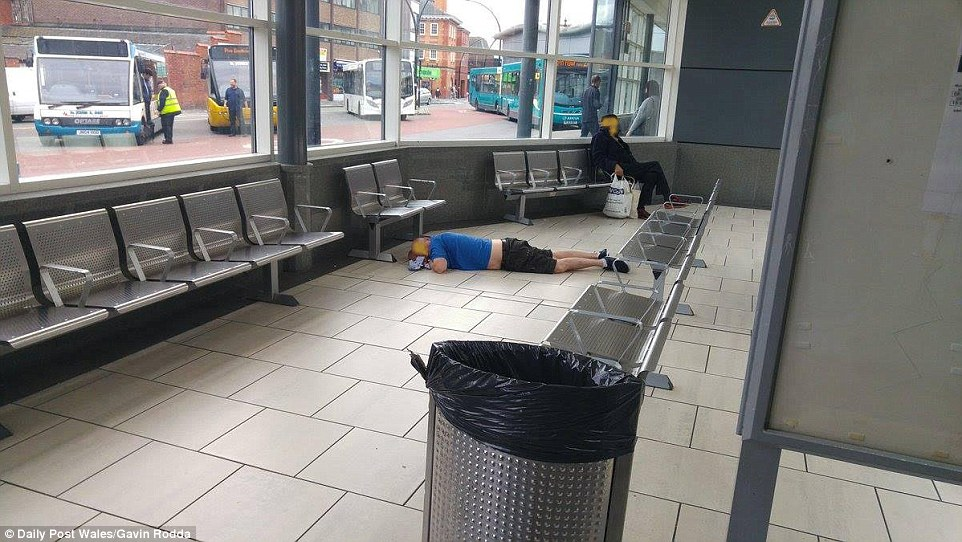 3E01102F00000578-4284612-Another_man_was_pictured_lying_face_down_on_the_floor_of_the_bus-a-58_1488820798996