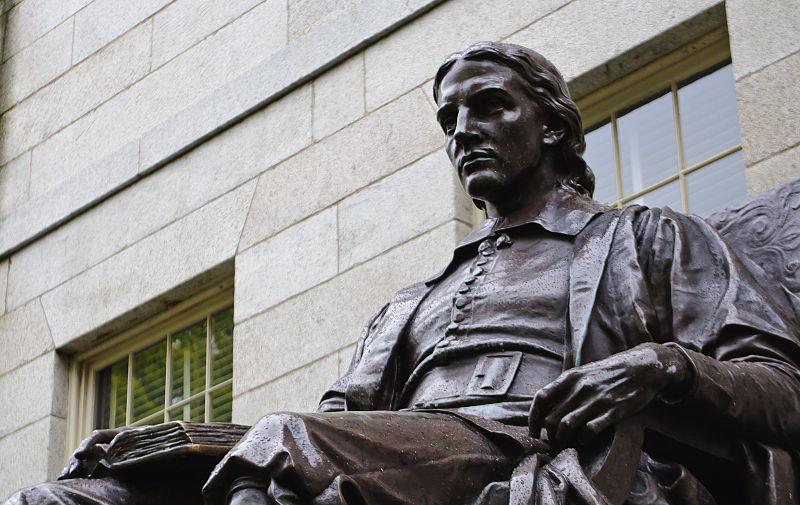 John-Harvard-University-statue