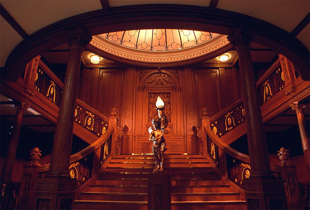 Titanic's_grand_staircase