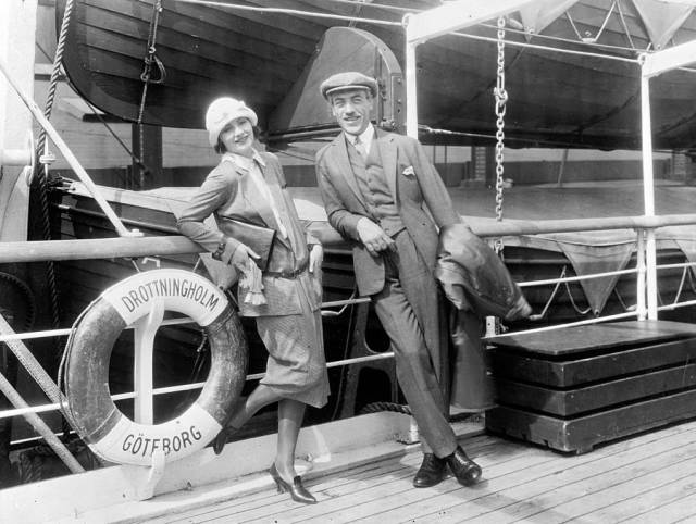 historical_photos_that_offer_a_glimpse_at_all_the_glamor_that_a_cruise_ship_traveling_was_back_then_640_19