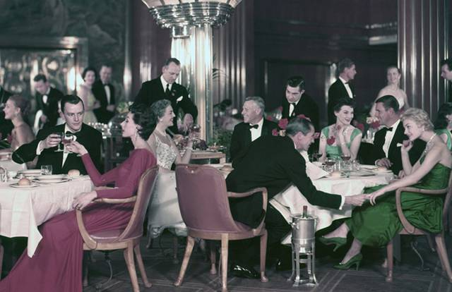 historical_photos_that_offer_a_glimpse_at_all_the_glamor_that_a_cruise_ship_traveling_was_back_then_640_51