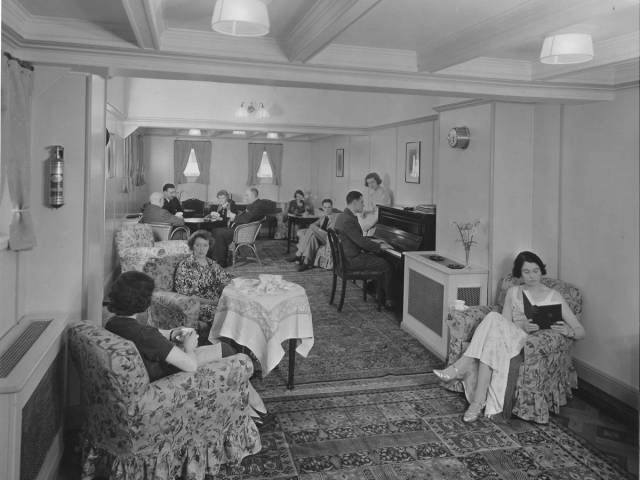 historical_photos_that_offer_a_glimpse_at_all_the_glamor_that_a_cruise_ship_traveling_was_back_then_640_67