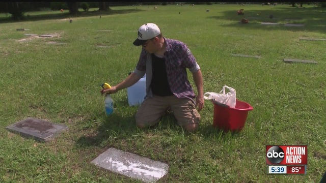 Good_cemetarian_cleans_grave_stones_of_v_0_26640558_ver1.0_640_480