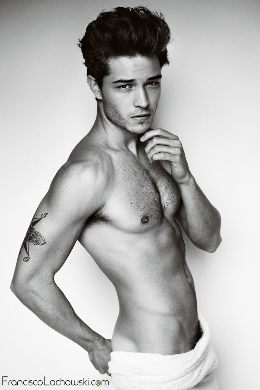 Towel-Series-51- Francisco-Lachowski