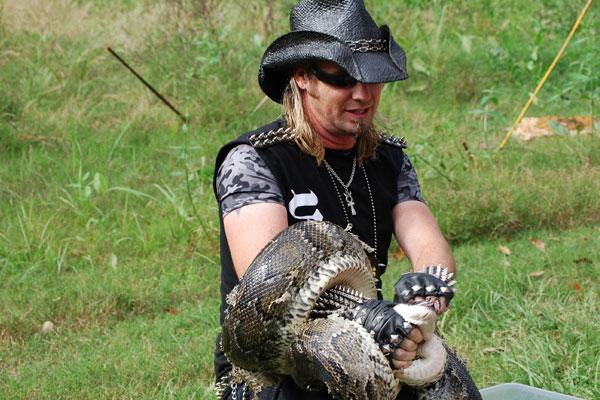 billy-exterminator-snake-wrap