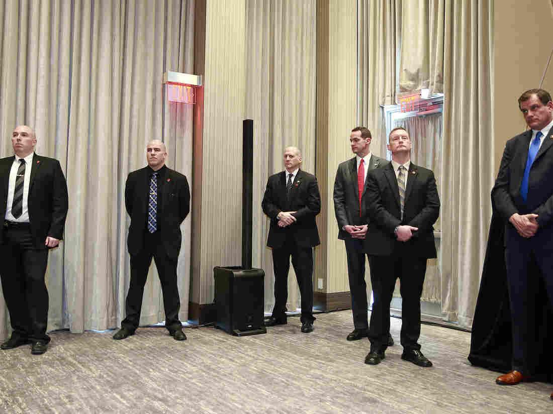 今年2月28日温哥华川普国际大厦的开幕式