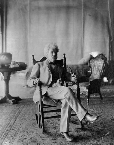 Mark-Twain-with-his-cats-01