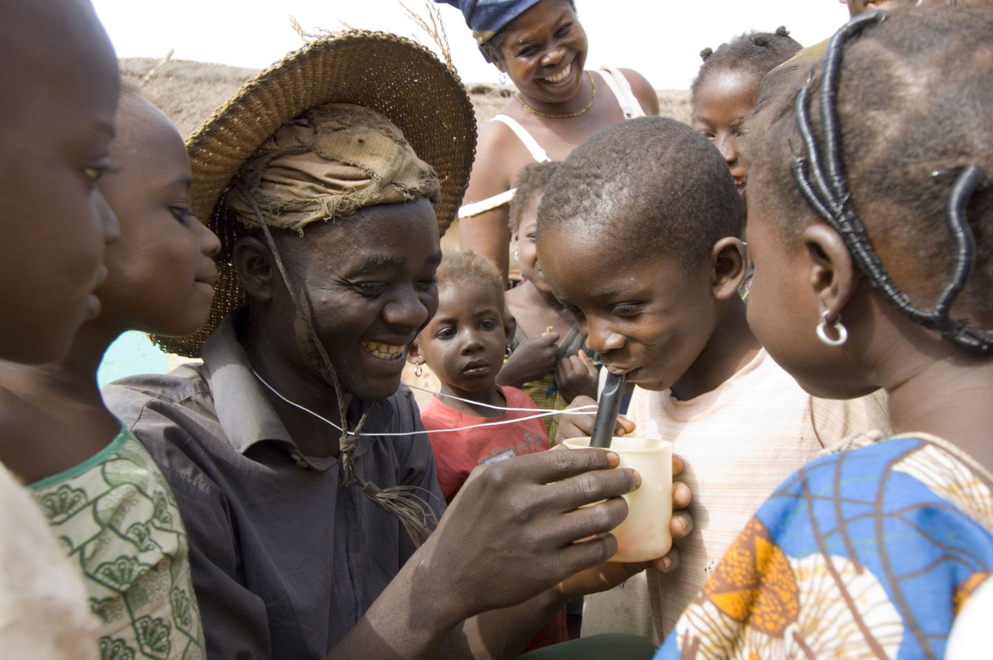 Farmer and bicycle fitter Nuru Ziblim teaches children how to filter their water with a special drinking device, when visiting the farms, so as to not ingest the guinea worm larvae. (Photo by Louise Gubb/Corbis via Getty Images)