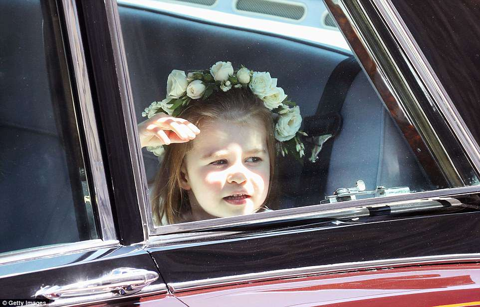 4C6D918C00000578-5747793-Princess_Charlotte_of_Cambridge_arrives_at_the_wedding_of_Prince-a-44_1526730770775