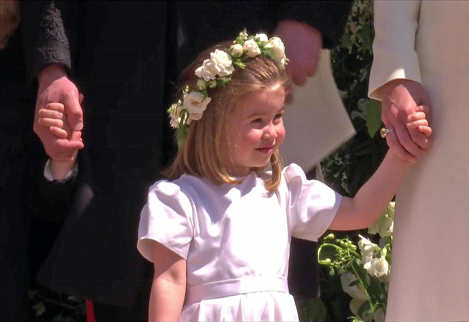 4C6DE6A600000578-5747917-Princess_Charlotte_smiled_with_flowers_in_her_hair_as_she_clutch-a-113_1526738984083