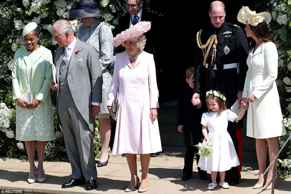 4C6E350D00000578-5747917-Princess_Charlotte_is_pictured_second_left_with_her_mother_Kate_-a-111_1526738983967