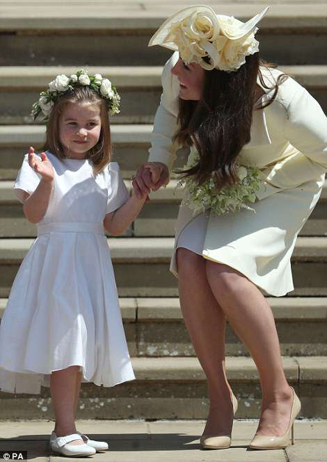 4C6E413C00000578-5747917-Princess_Charlotte_and_the_Duchess_of_Cambridge_on_the_steps_of_-m-125_1526739192482