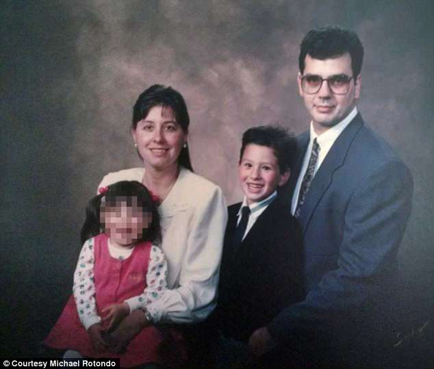 4C89726800000578-5759301-Michael_is_pictured_center_right_with_his_parents_and_sister_in_-a-6_1527091157454