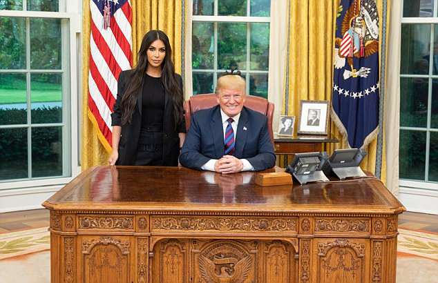 4CC4235400000578-5787367-Donald_Trump_shared_a_photo_with_Kim_Kardashian_during_their_mee-m-21_1527721742355