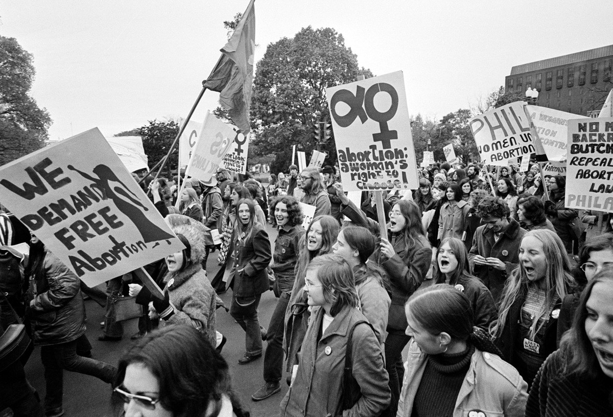 Protesters-at-1971-abortion-legalization-rally-in-Washington-DC