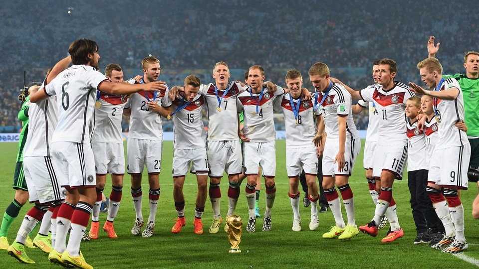 germany-celebrate-with-the-world-cup-trophy--23132