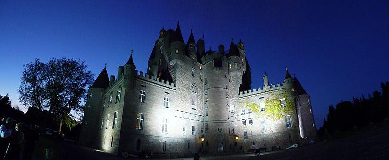 800px-Glamis_castle