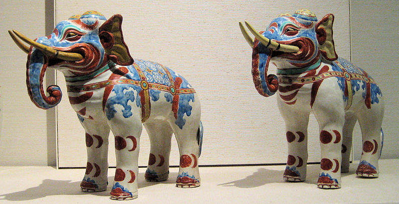 800px-British_Museum_Kakiemon_elephants
