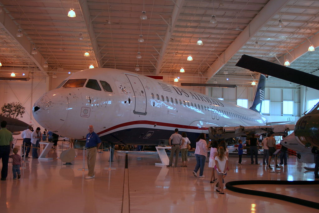 1024px-N106US_aviation_museum