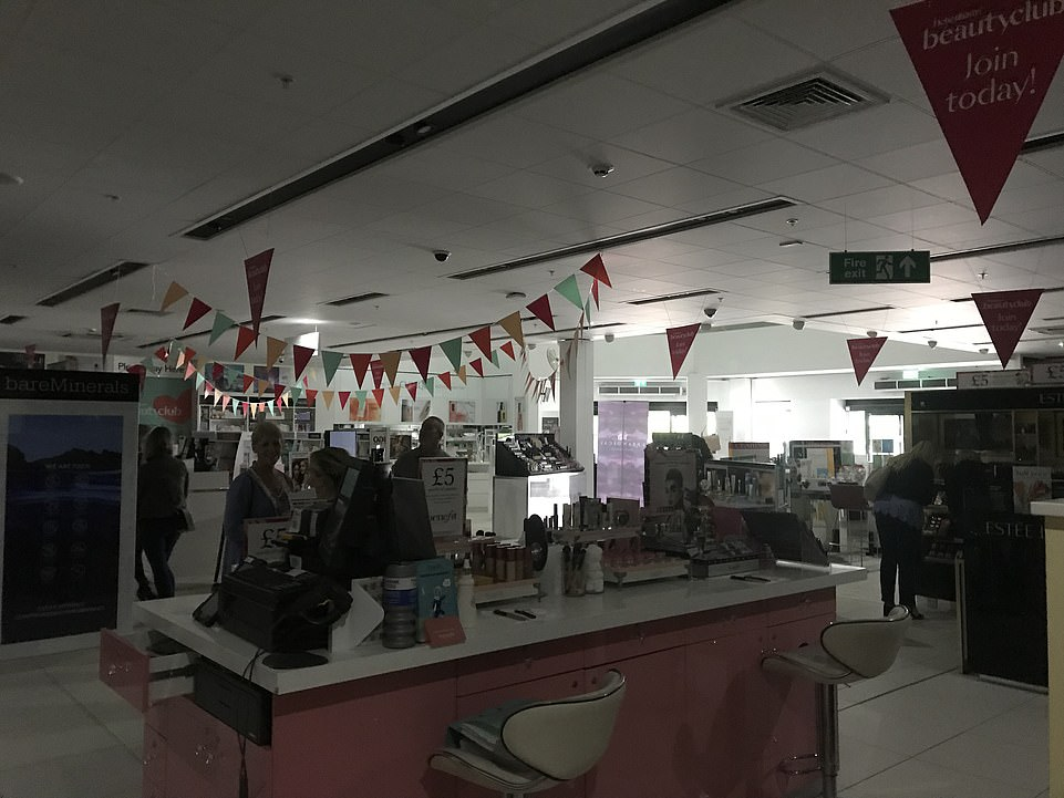 17112646-7342803-There_was_darkness_at_a_Debenhams_in_Cheshire_following_the_powe-a-87_1565394519789