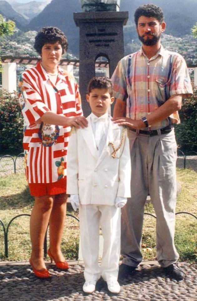 18517220-7474985-Cristiano_Ronaldo_with_his_parents_at_the_age_of_10_He_has_admit-a-3_1568763620654