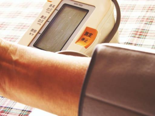 给老人测血压