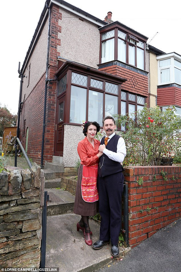 19254070-7534005-The_couple_live_just_outside_Sheffield_in_a_1938_two_bedroom_sem-a-163_1570112580151