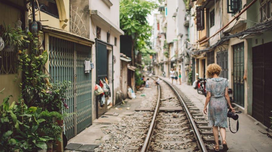 http_cdn.cnn.comcnnnextdamassets181119102900-hanoi-train-track-photography